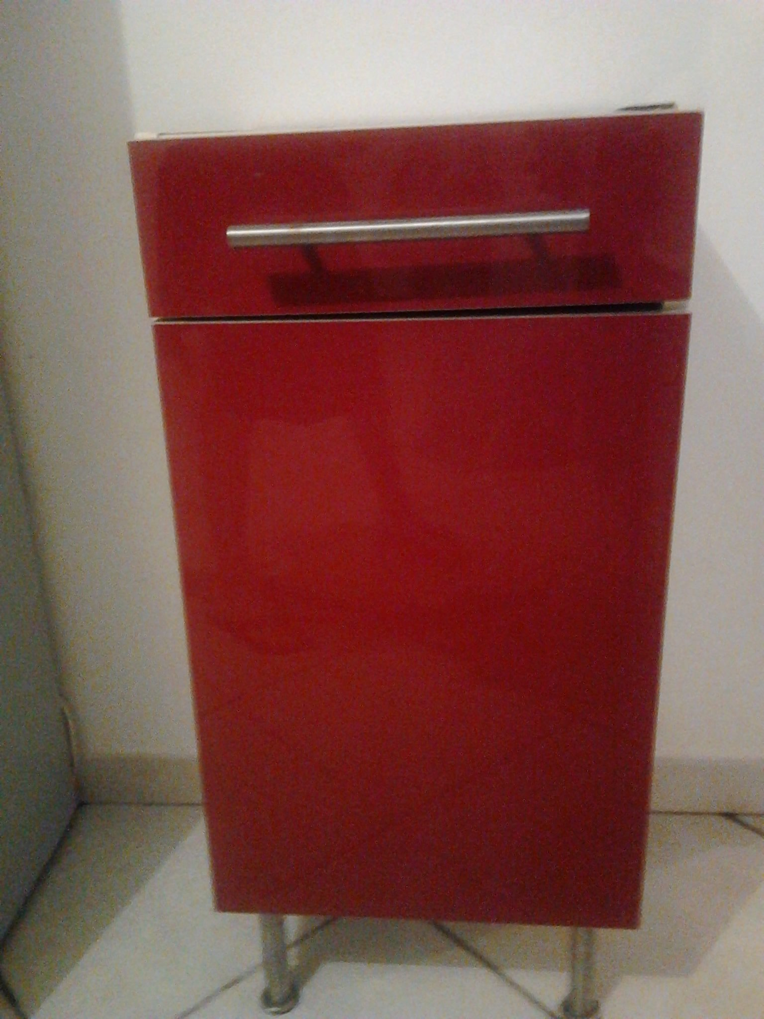 Meuble cuisine ik a rouge 30 bon tat guyaffaires - Poignee meuble cuisine ikea ...